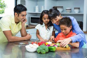 درمان چاقی فرزند به کمک خانواده