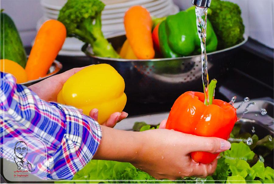 آیا میوه و سبزیجات تازه نیاز به شست و شو دارند؟