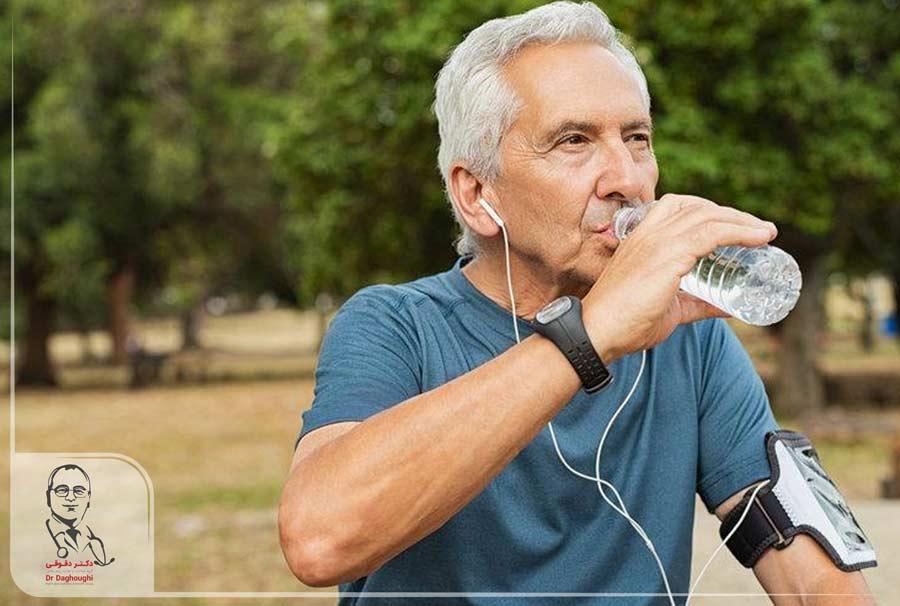 5 دلیل برای نوشیدن آب کافی