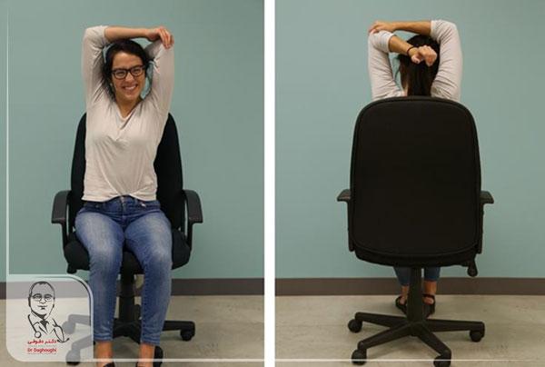 کشش عضلات بازو در محل کار